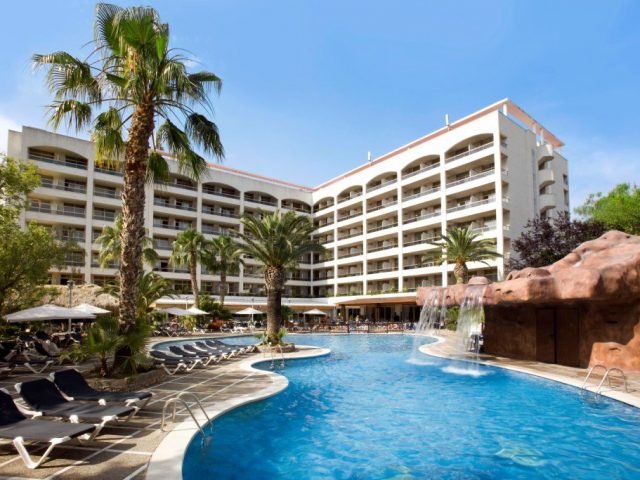 https://media.costalessgolf.com/2015/04/H10-salou-princess-hotel-640x480.jpg