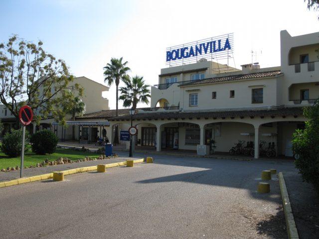https://media.costalessgolf.com/2015/04/bouganvilla-apartments-exterior-640x480.jpg