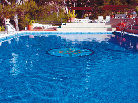 https://media.costalessgolf.com/2015/04/hesperia-vilamil-pool.jpg