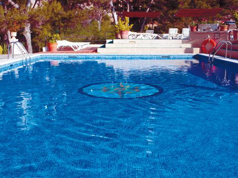 https://media.costalessgolf.com/2015/04/hesperia-vilamil-pool.jpg