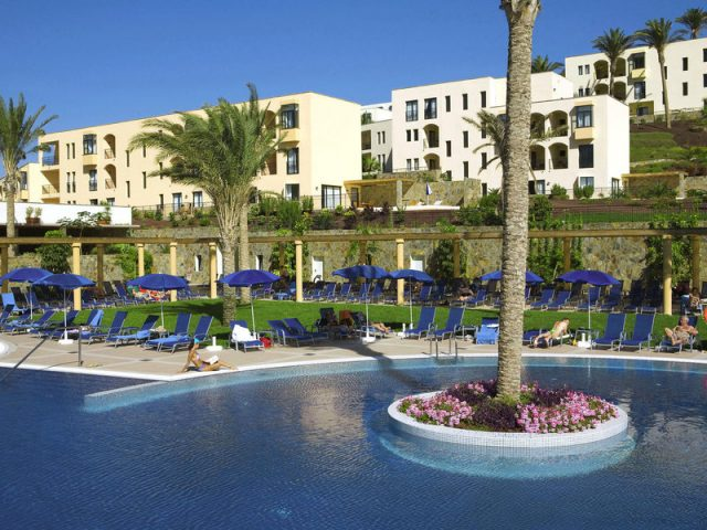 https://media.costalessgolf.com/2015/04/playitasa-aparthotel-pool-640x480.jpg