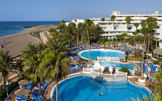 https://media.costalessgolf.com/2015/04/sol-lanzarote-apartments-outside-640x398.jpg