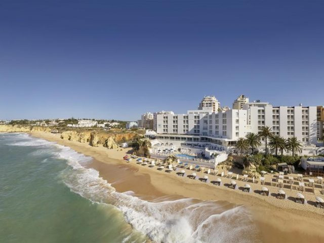 https://media.costalessgolf.com/2015/05/Holiday-Inn-Algarve-1-640x480.jpg