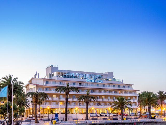https://media.costalessgolf.com/2015/05/Hotel-Baía-Exterior-1-640x480.jpg