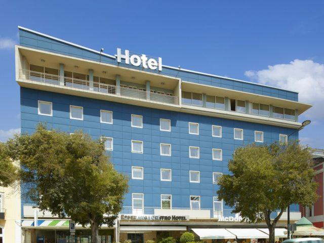 https://media.costalessgolf.com/2015/05/Luna-Esperanca-Centro-Frente-Hotel-2-640x480.jpg