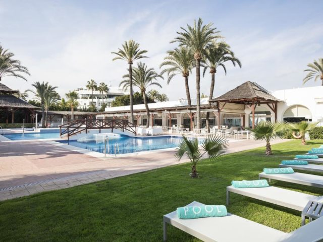 https://media.costalessgolf.com/2015/05/Melia-Marbella-Banus-Pool-1-640x480.jpg