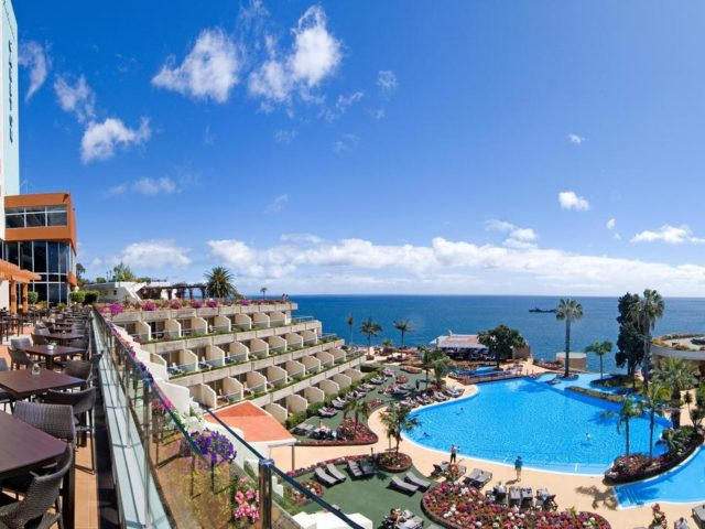 https://media.costalessgolf.com/2015/05/Pestana-Carlton-Madeira-Pool-640x480.jpg