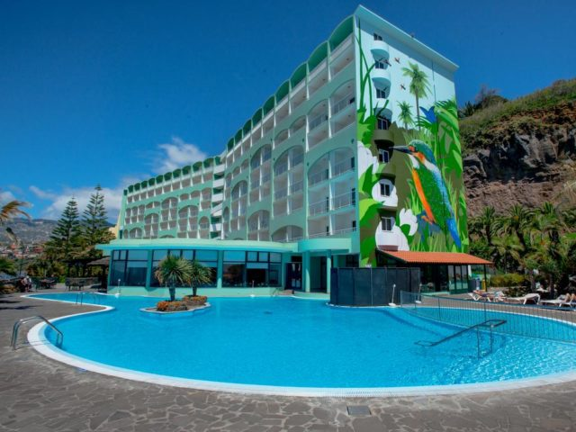 https://media.costalessgolf.com/2015/05/Pestana-Ocean-Bay-Pool-640x480.jpg