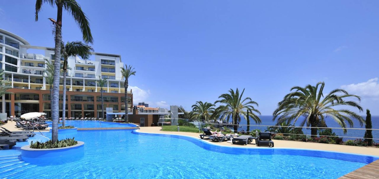 https://media.costalessgolf.com/2015/05/Pestana-promenade-Pool-2-1280x604.jpg
