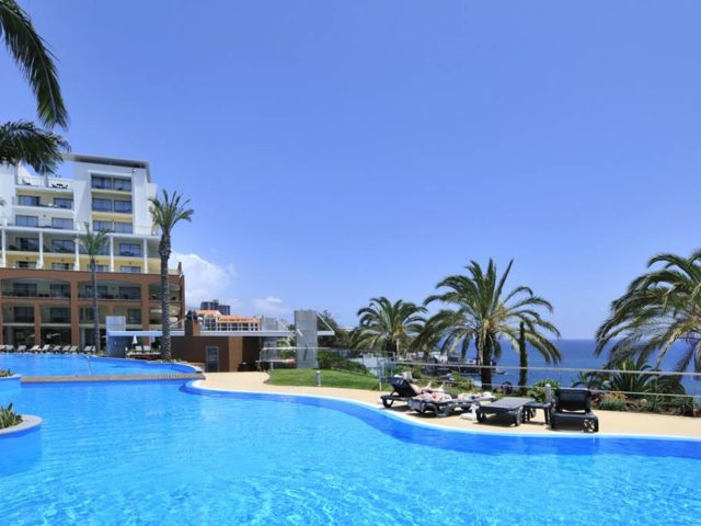 https://media.costalessgolf.com/2015/05/Pestana-promenade-Pool-2-640x480.jpg