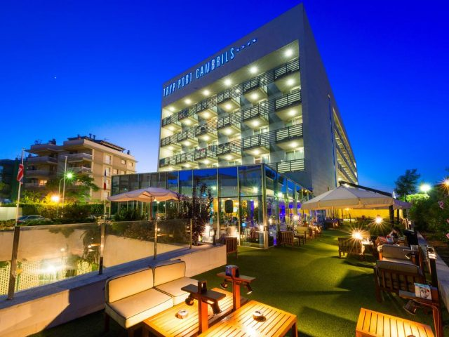 https://media.costalessgolf.com/2015/05/TRYP-Port-Cambrils-Bar-2-640x480.jpg