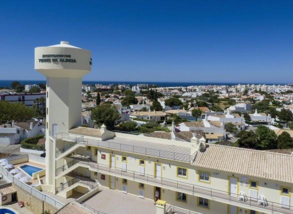 https://media.costalessgolf.com/2015/12/cheerfulway-apartamentos-ferias-algarve-torre-da-aldeia-albufeira_587_429_90.jpg