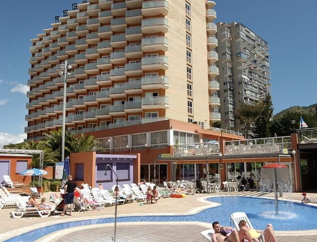 https://media.costalessgolf.com/2016/07/Medplaya-Regente-Pool-629x480.jpg