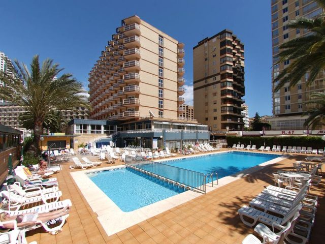 https://media.costalessgolf.com/2016/07/Medplaya-Riudor-Pool-640x480.jpg