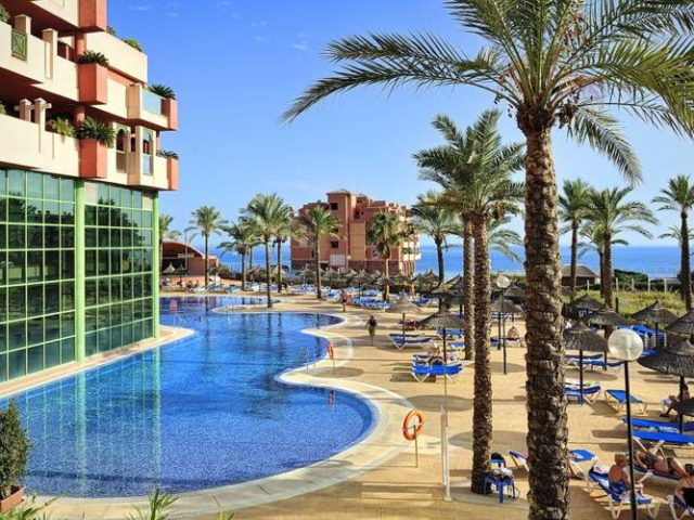 https://media.costalessgolf.com/2017/02/Holiday-World-Village-Pool-640x480.jpg