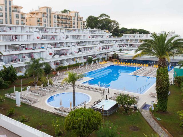 https://media.costalessgolf.com/2018/02/clube-praia-da-oura_pool-027.jpg