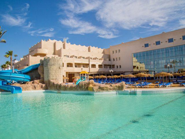 https://media.costalessgolf.com/2019/12/050_alta_cabodegata-vista-piscina-640x480.jpg
