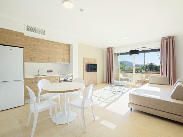 https://media.costalessgolf.com/2020/02/19-Almeria-La-Envia-Azuline-Envia-SpaGolf-Apartamento-Piloto-1012-006-640x480.jpg